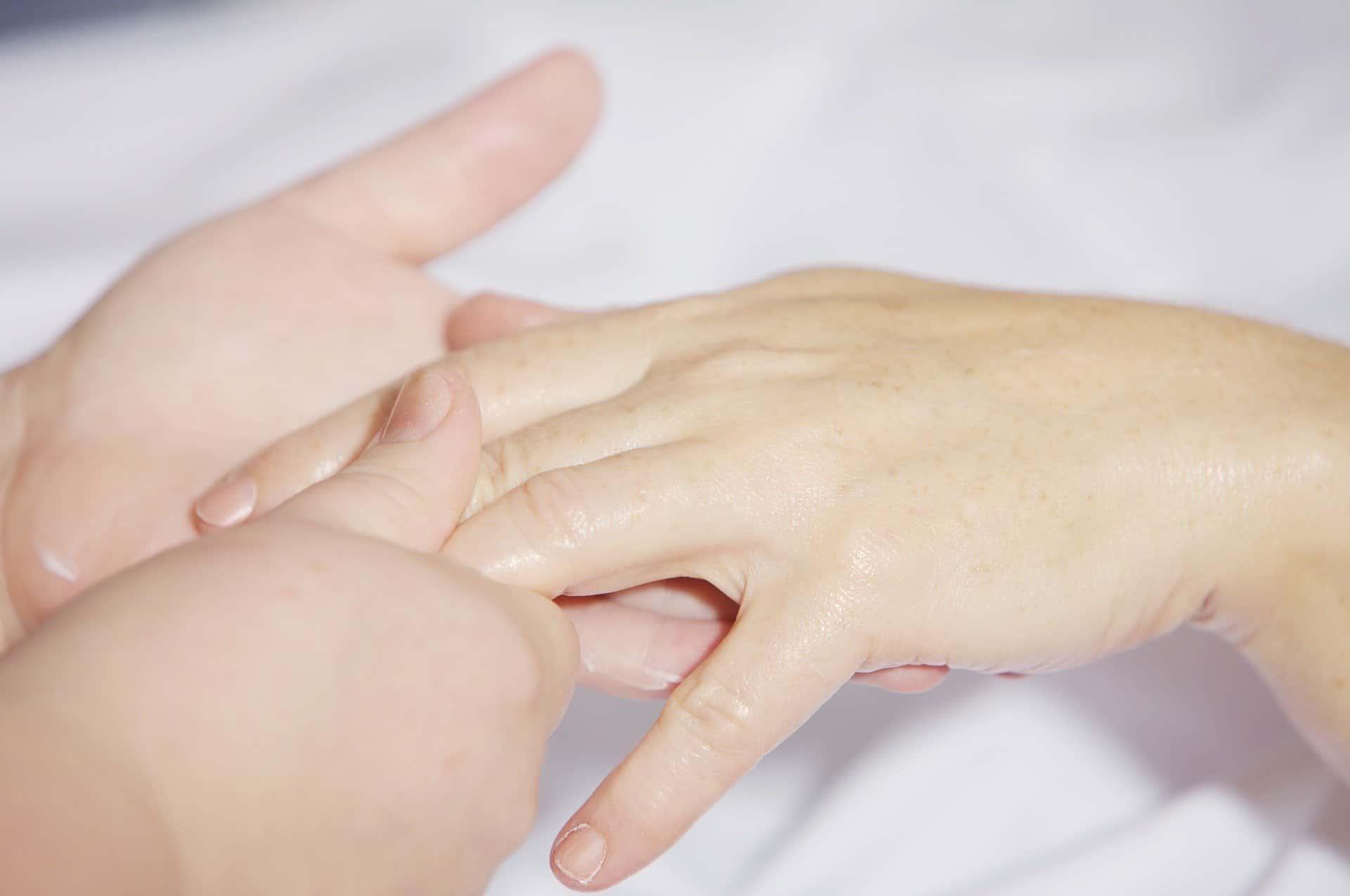 hand-massage-2133272_1920
